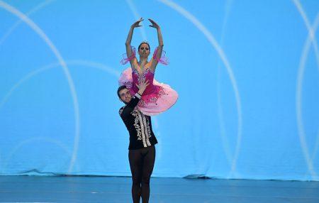 Dilek Bale Kursları mezun ve öğretmenleri Arda Lek ve Ece Çekiç 2015 Mart döneminde Sofya Ünv Bale Bölüm Başkanı Prof. Bogoeva tarafından hazırlanan Yıldız Dansçılar Level 6 programından sınava girerek başarılı oldular.Bu tablo bir kez daha uluslarası gururumuz oldu.